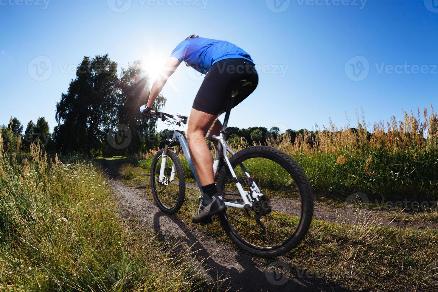 faire du vélo de montagne photo