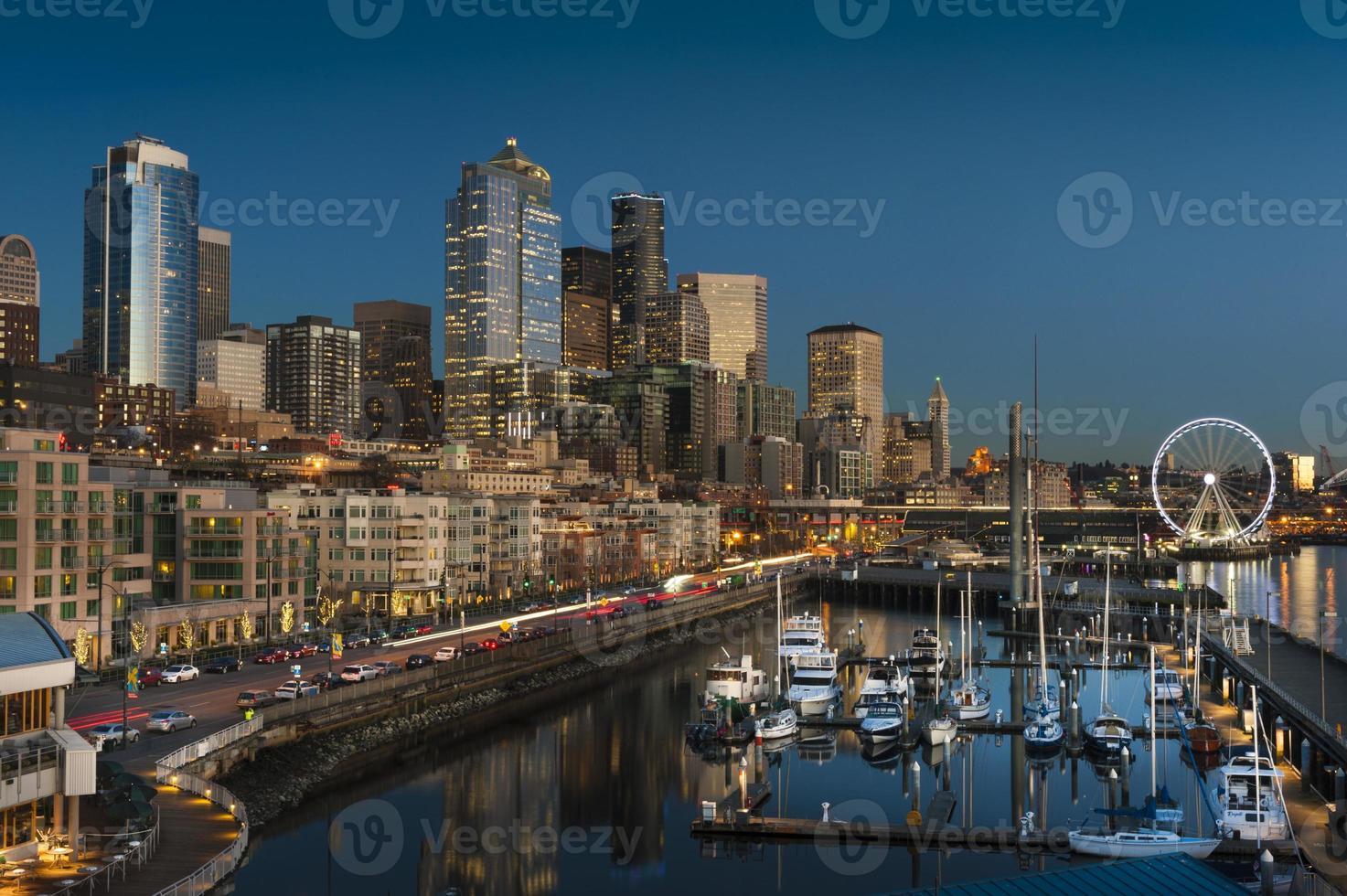 front de mer de Seattle au coucher du soleil photo