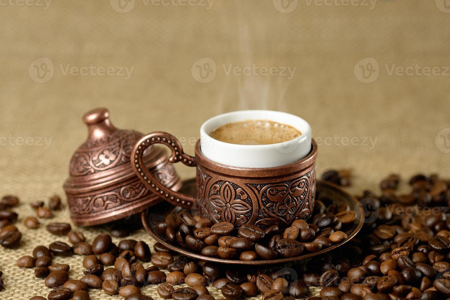 tasse traditionnelle de café turc. photo