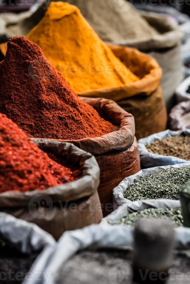 marché d'épices traditionnelles en inde. photo