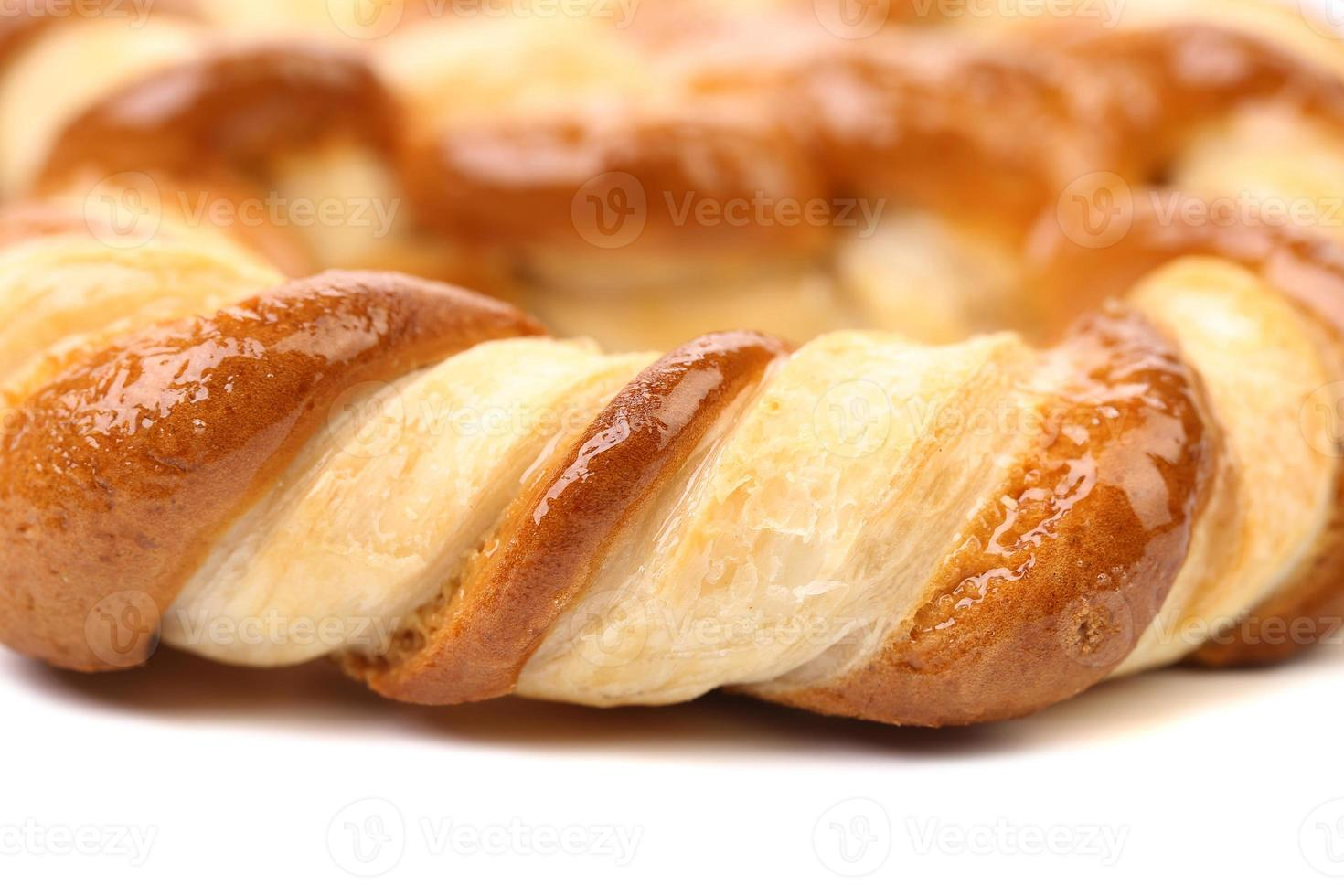 biscuits en forme de noeud sur fond blanc photo