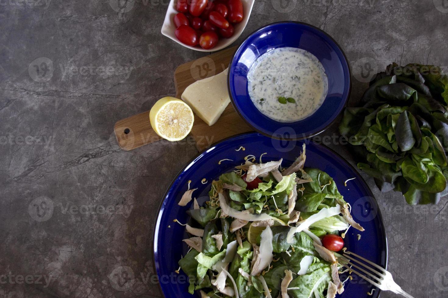 salade de poulet saine photo