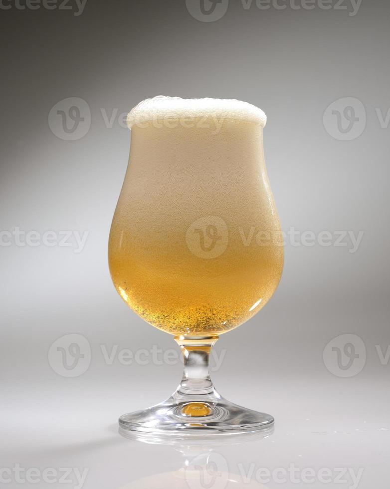 bicchiere di birra artigianale photo