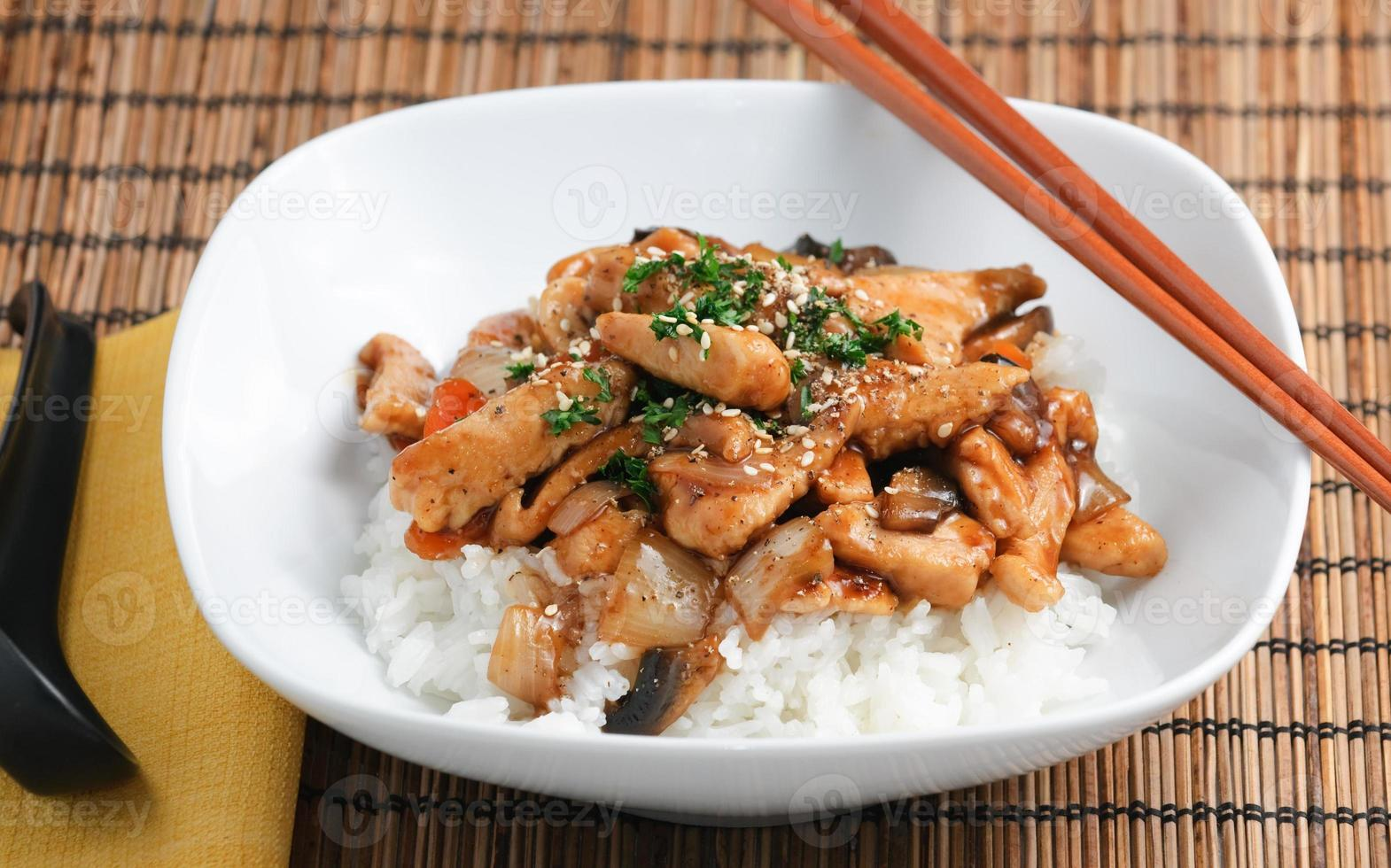 dîner gastronomique de style asiatique photo