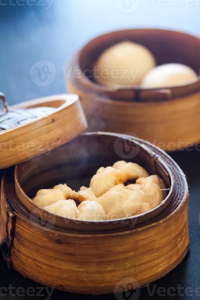 brioches à la vapeur dim sum (boulettes chinoises) photo