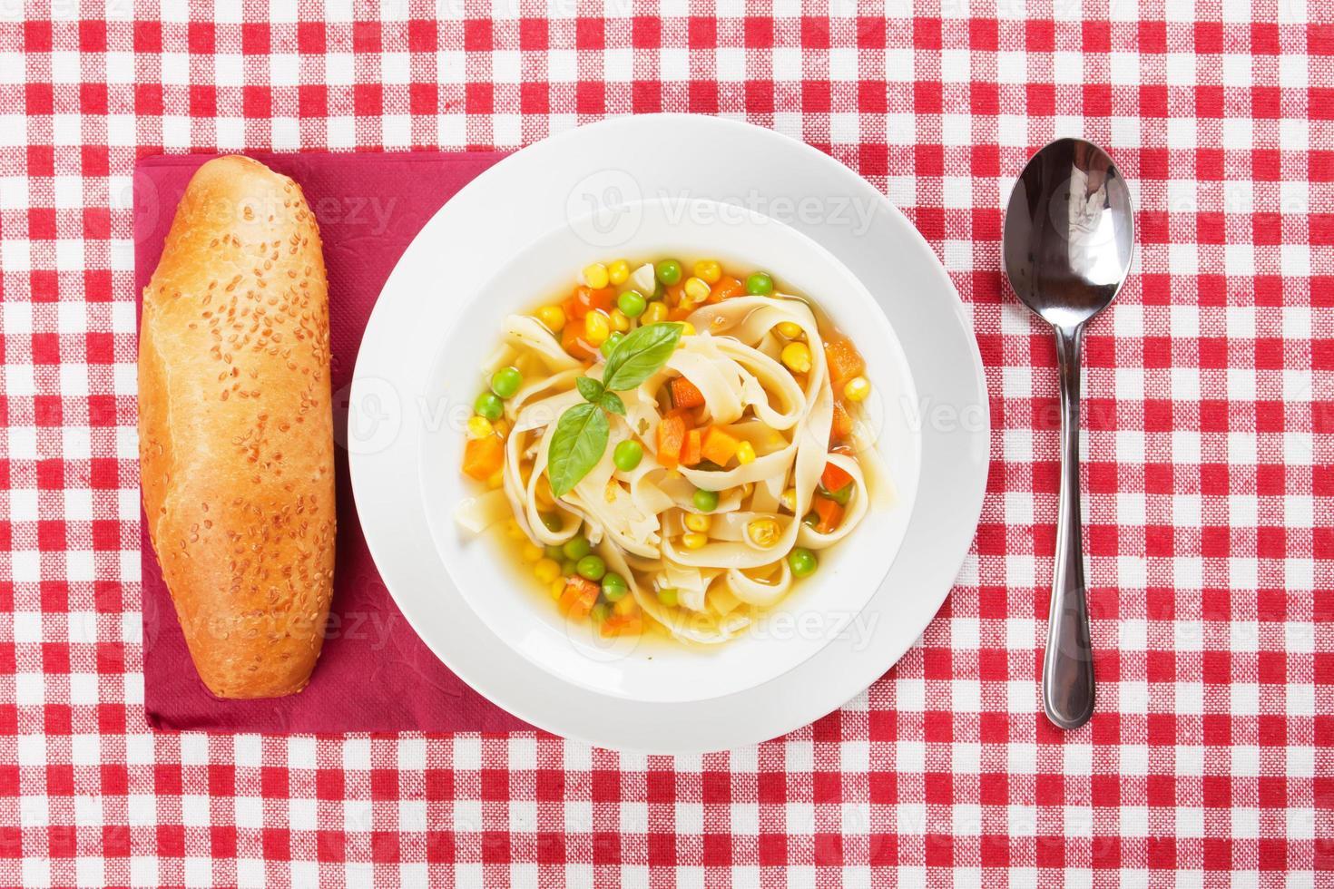 soupe de légumes aux nouilles photo