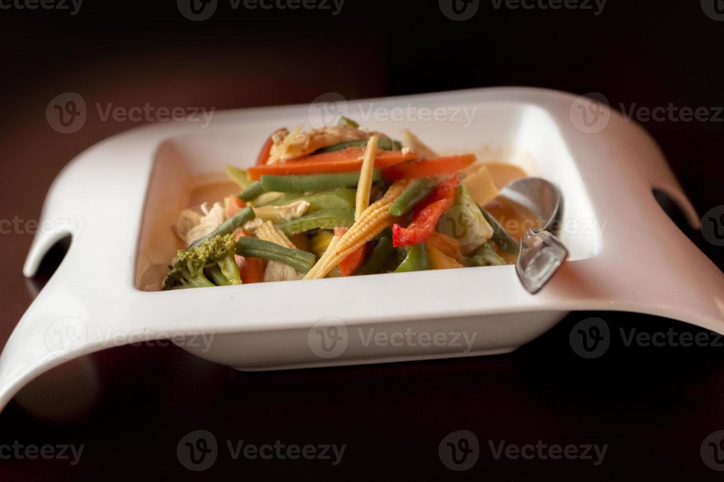 poulet au curry rouge thaï photo