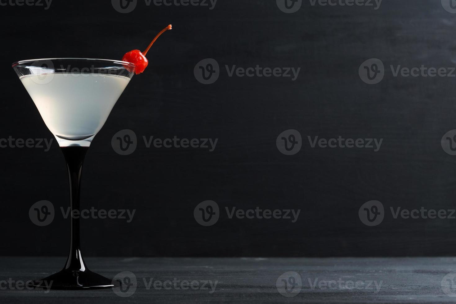 cocktail dans un verre à martini photo