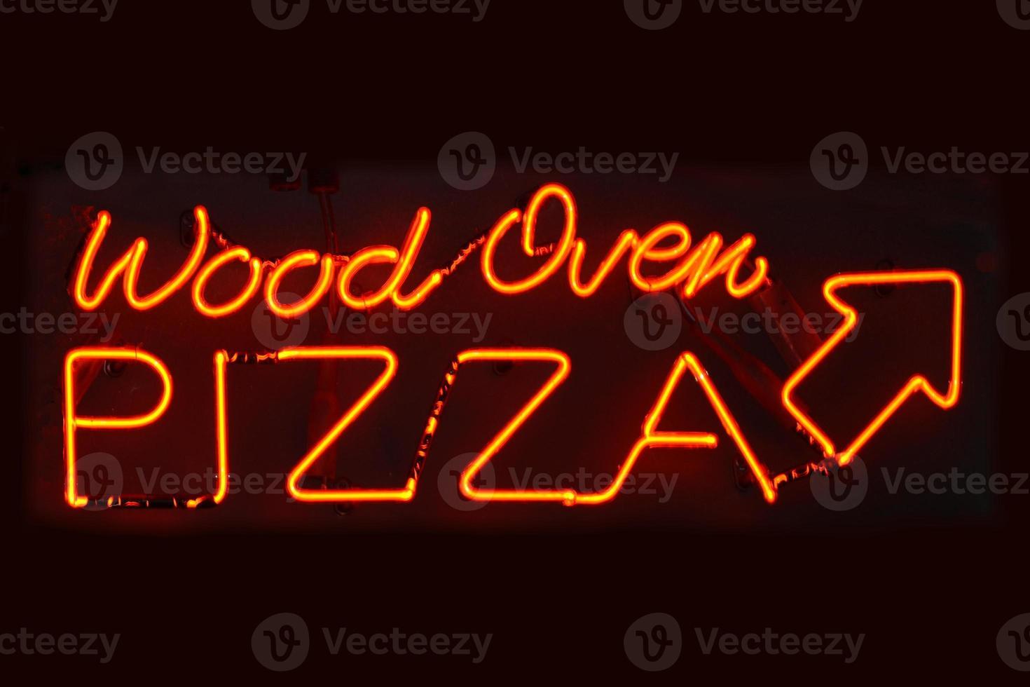 Signe de pizza au four à bois photo