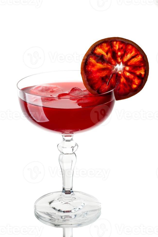 jus d'orange rouge avec de la glace photo