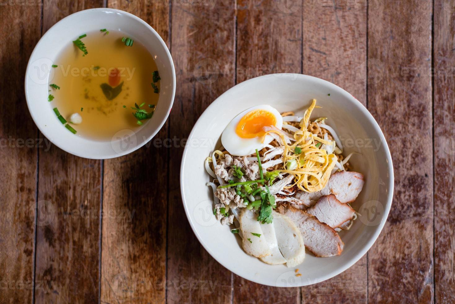 nouilles aux oeufs thaï photo