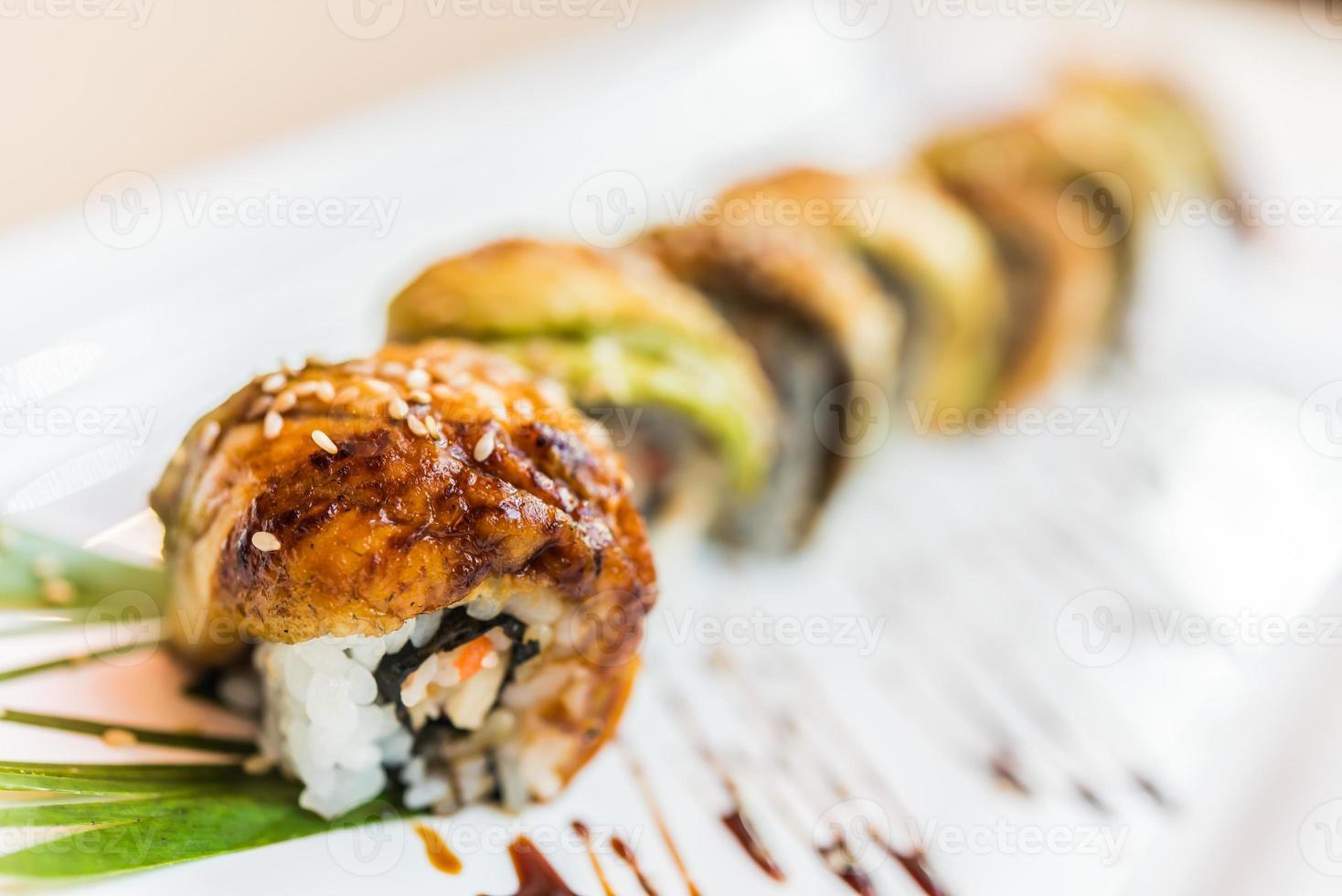 Rouleau de sushi au poisson anguille photo