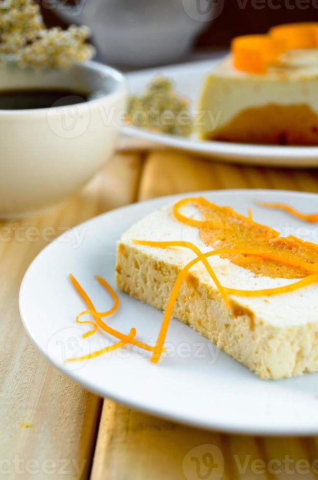 pudding crémeux sucré avec fromage cottage et soufflé à la citrouille photo