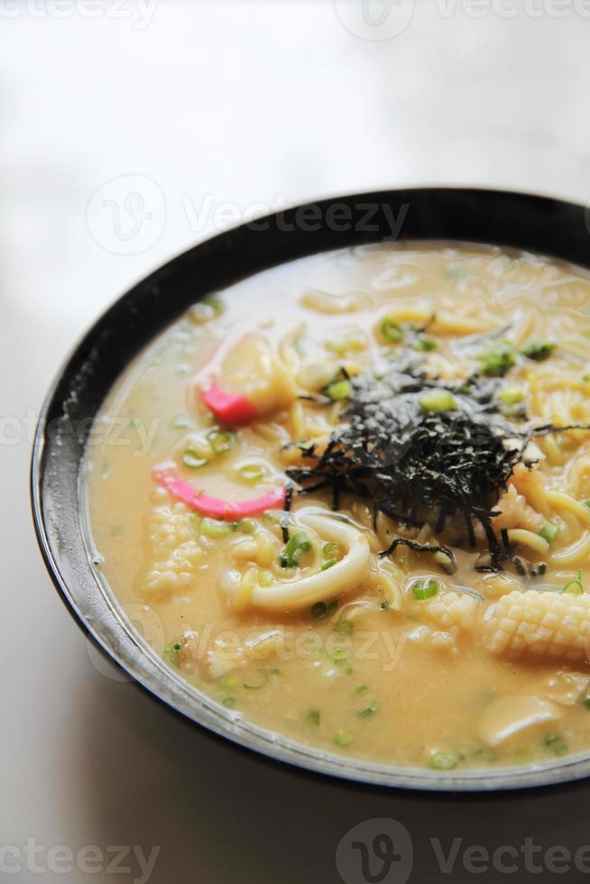 fruits de mer nouilles ranmen cuisine japonaise photo