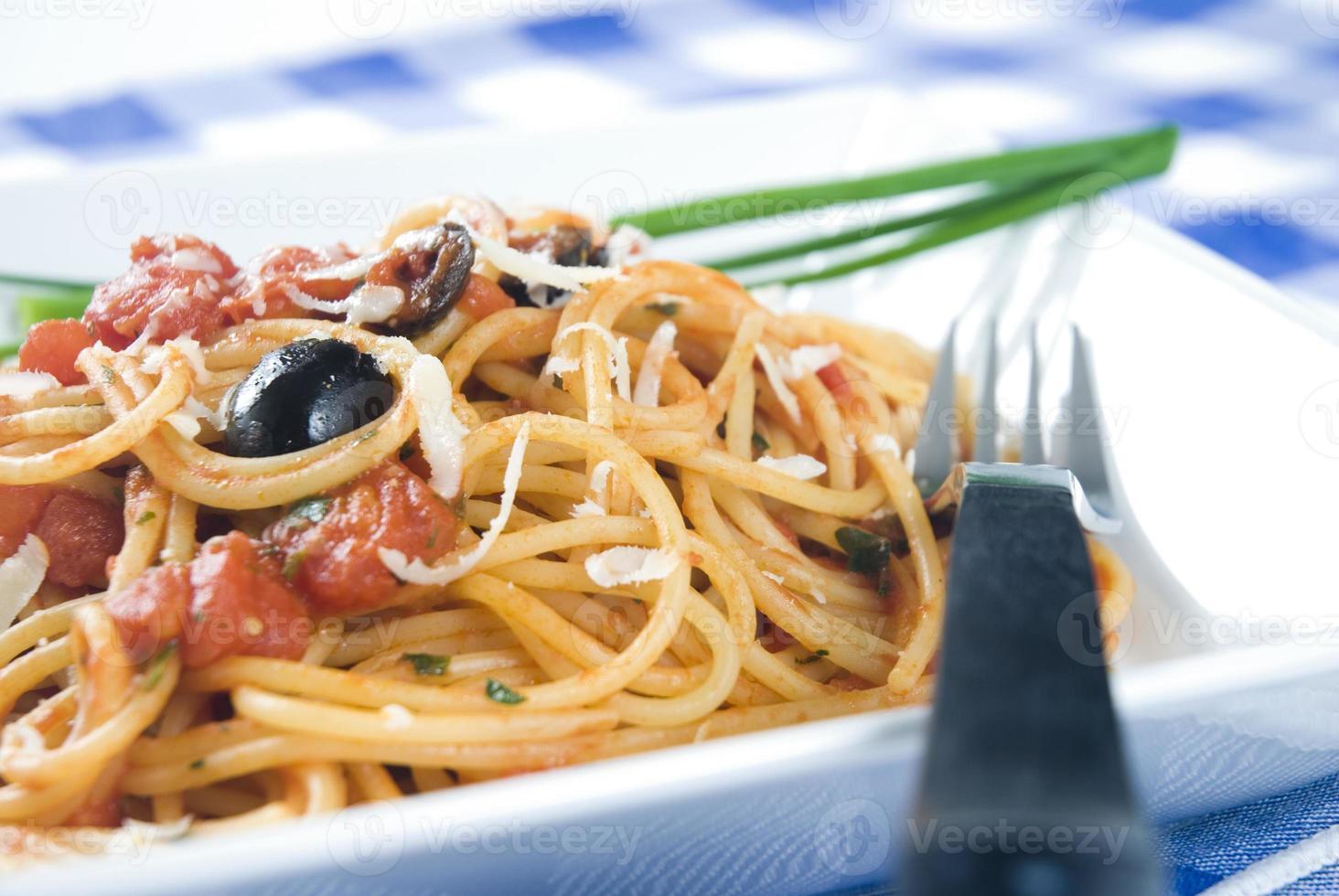 spaghetti puttanesca photo