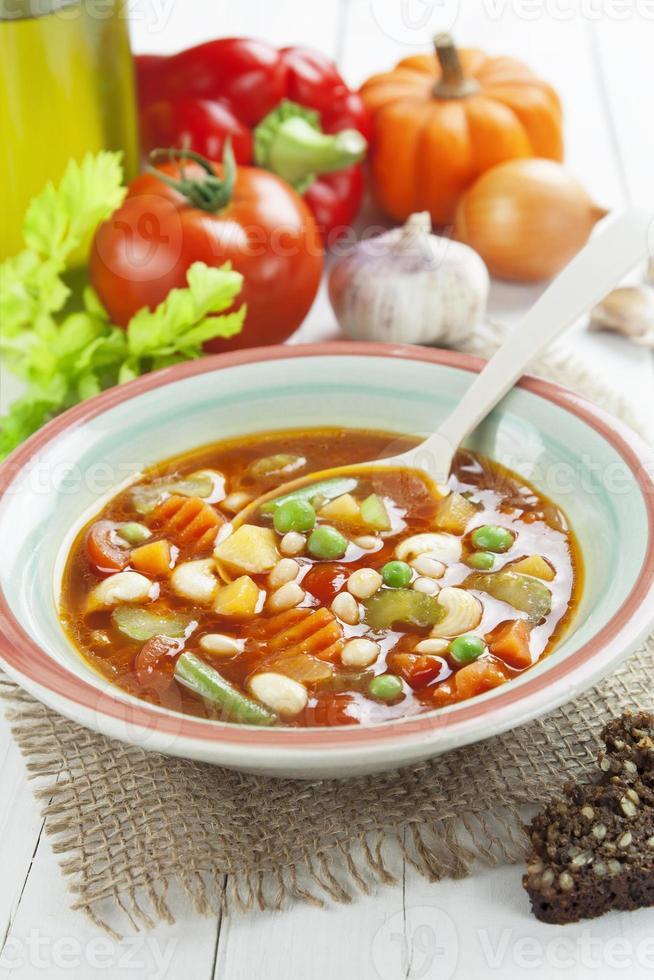 soupe de légumes avec pâtes photo
