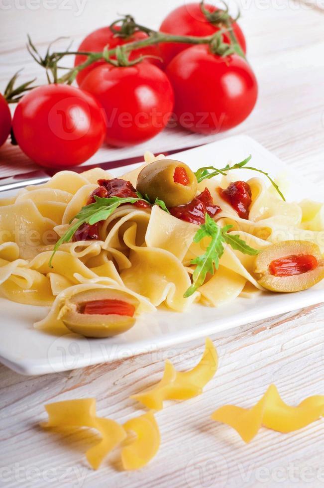 pâtes à la tomate et à la roquette photo