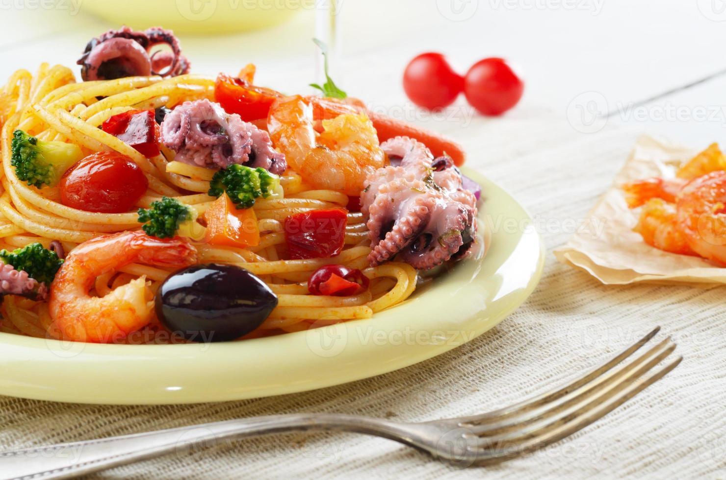 plat de pâtes marinara spaghetti marinara photo