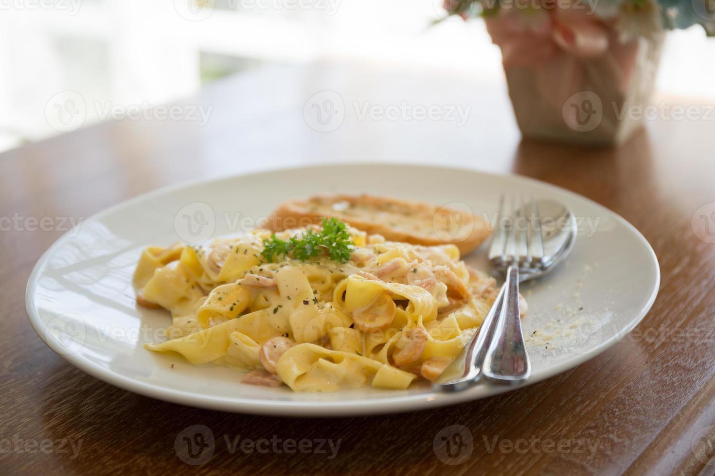 Fettuccini à la carbonara photo