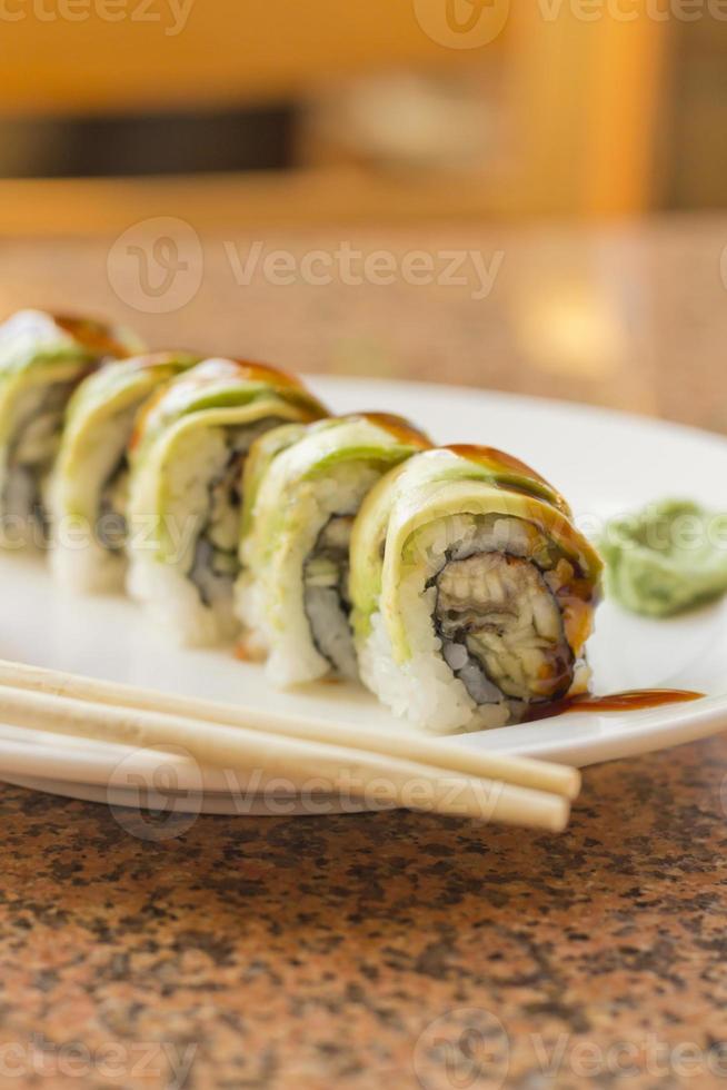 Sushi d'avocat à l'anguille photo