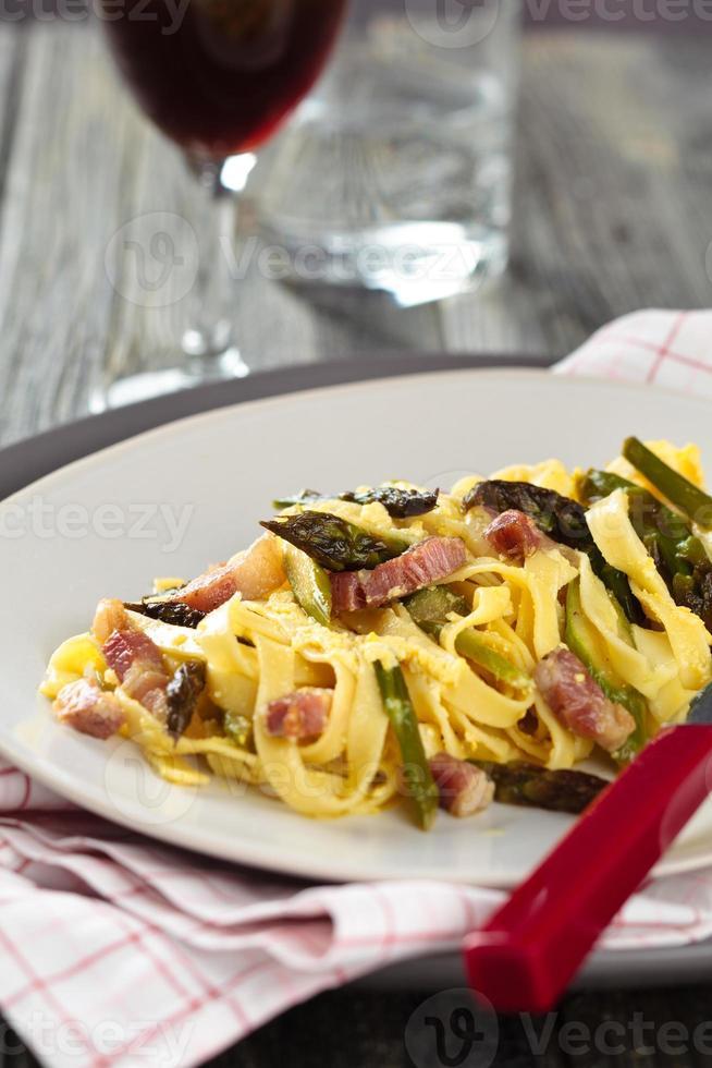 nourriture italienne. pâtes à la carbonara. photo