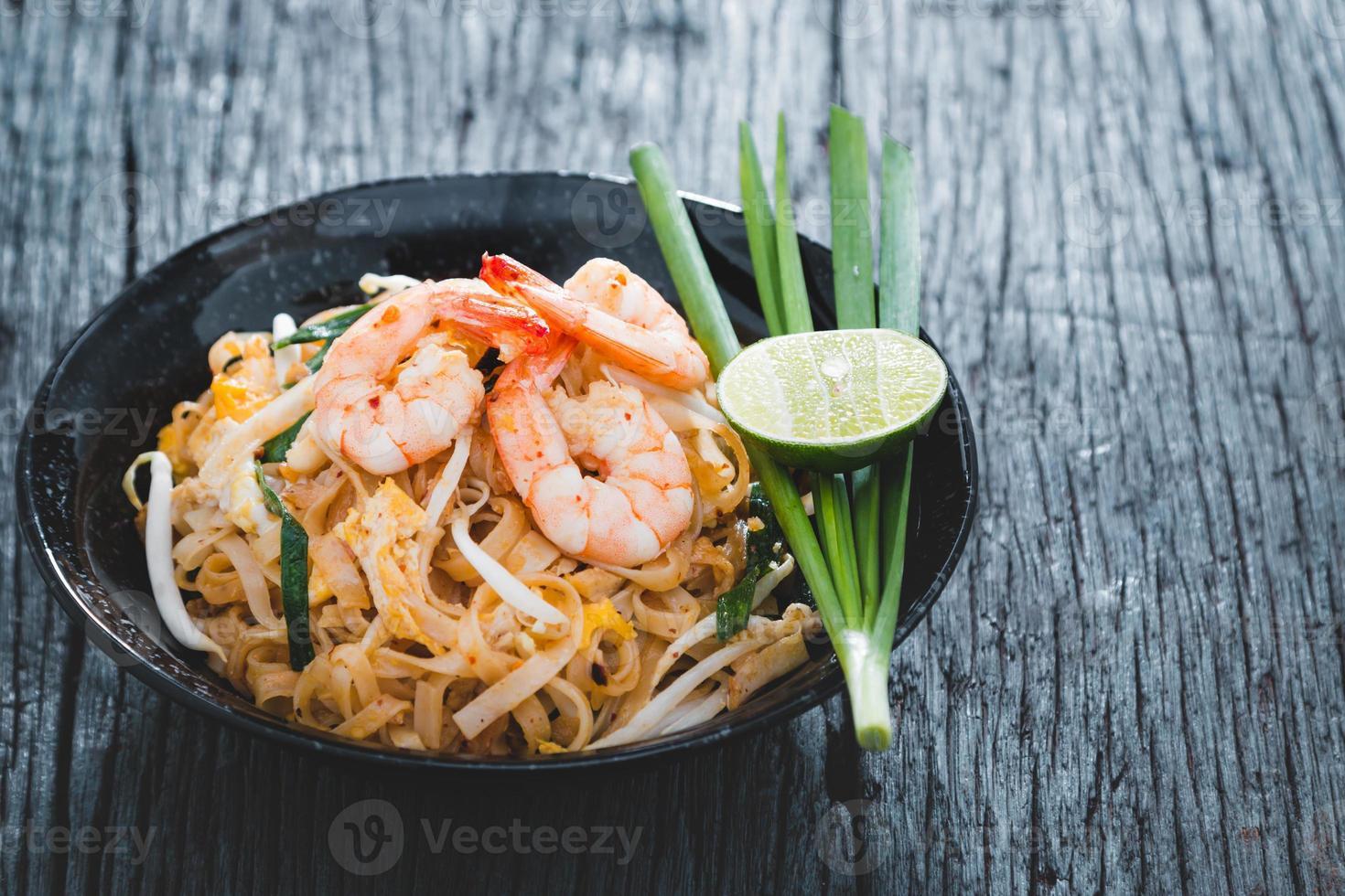 pad thai photo