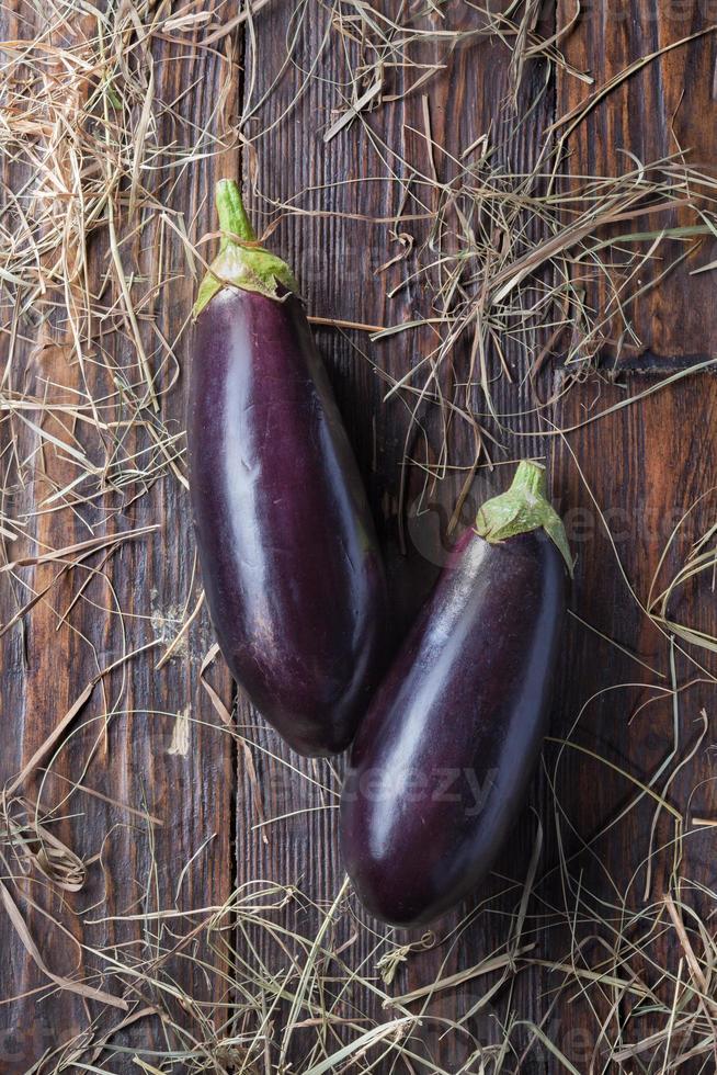aubergines sur bois photo