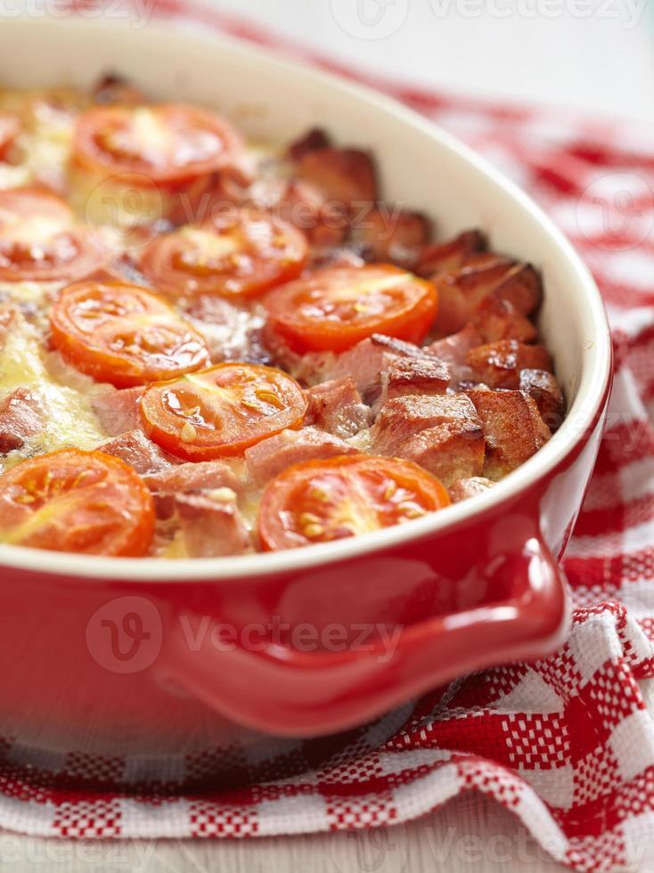 omelette à la tomate et à la saucisse photo