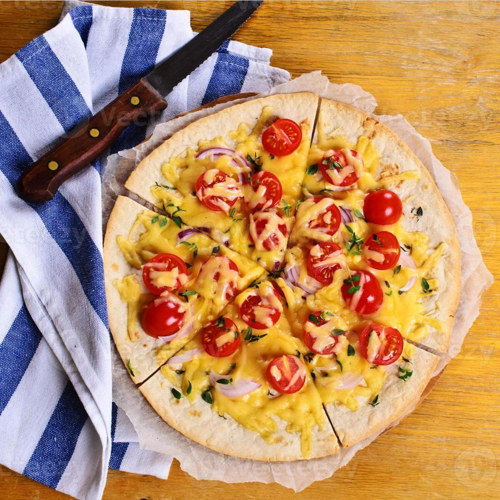 tortilla plate au fromage et légumes photo