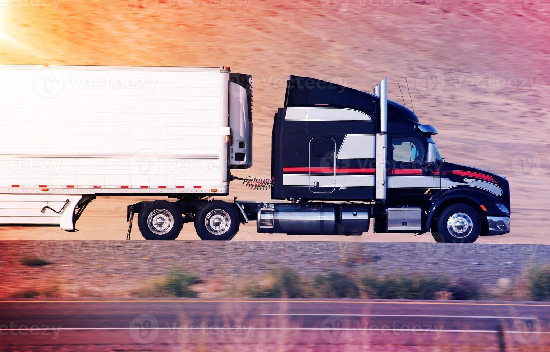 excès de vitesse semi camion photo