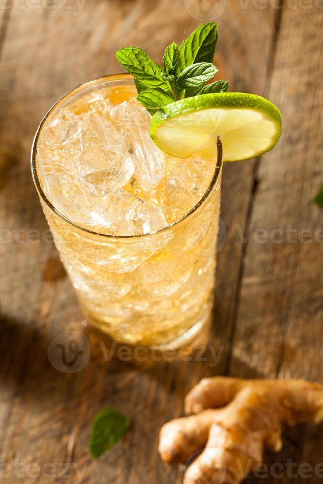 bière au gingembre doré rafraîchissante photo