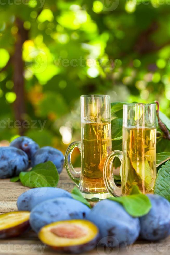eau-de-vie de prune ou schnaps photo