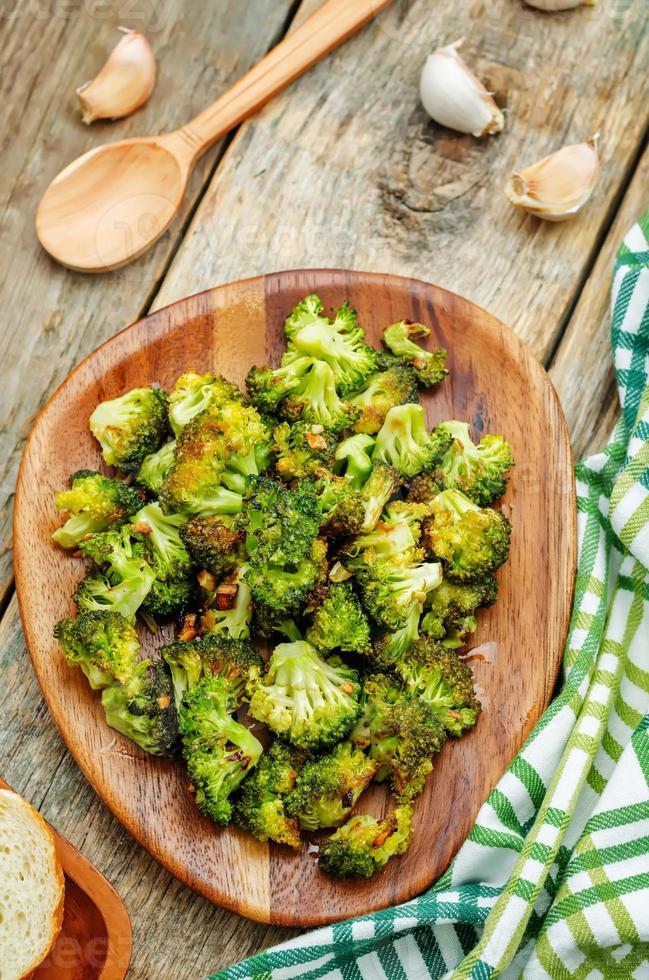 brocoli rôti à l'ail photo