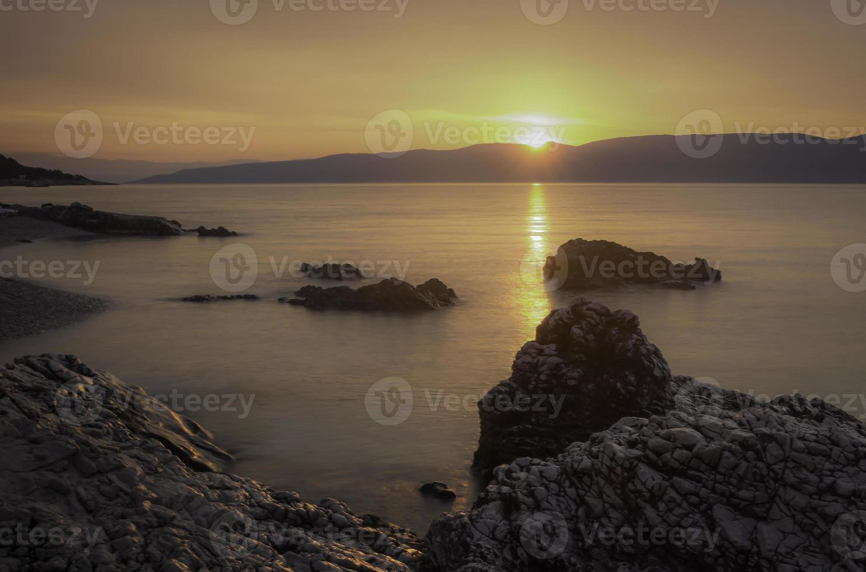 coucher de soleil sur la roche photo