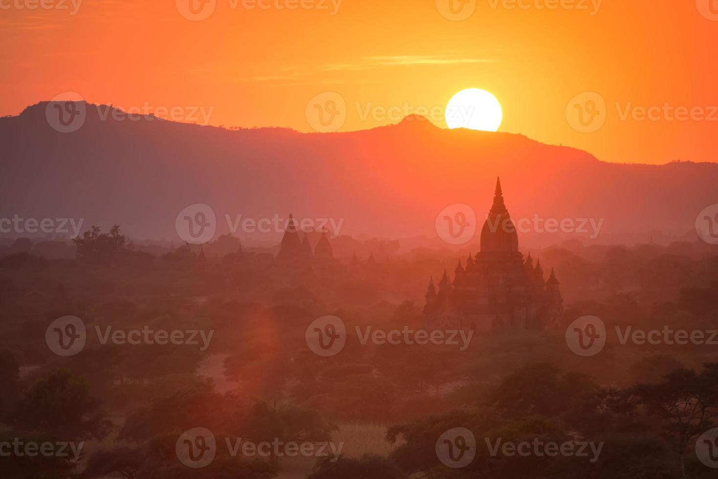 les temples de bagan (païen), mandalay, myanmar photo