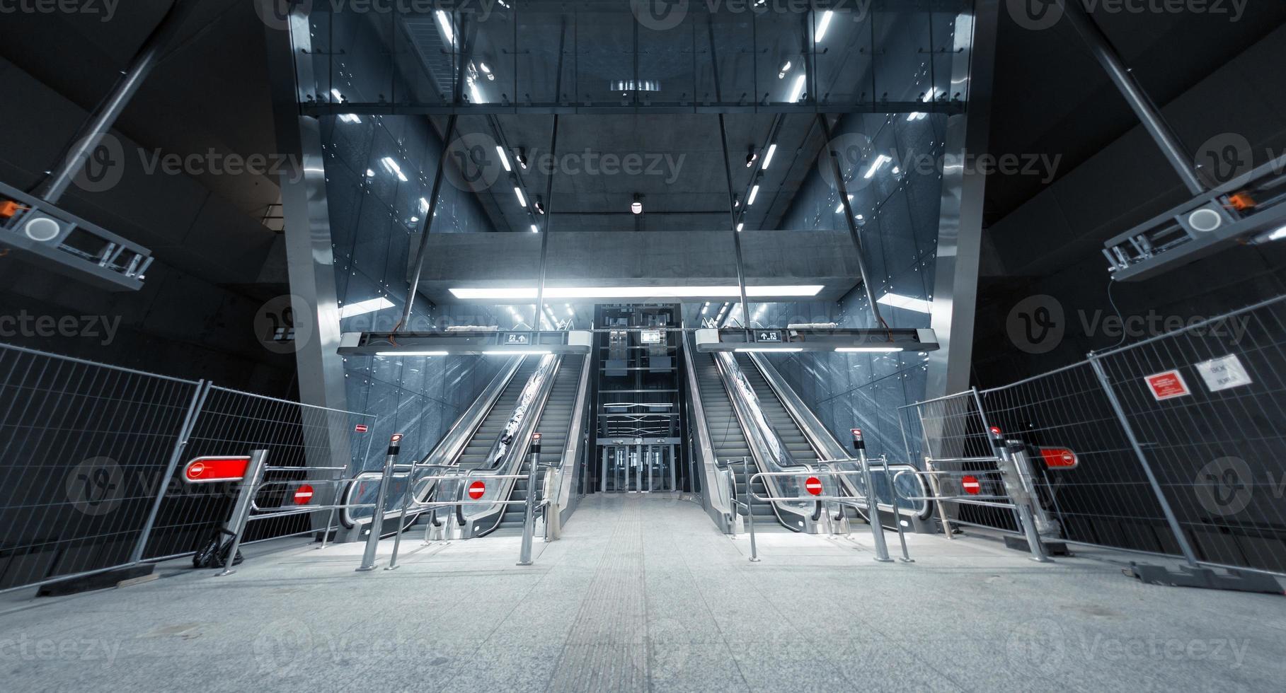 fermé l'escalator dans le centre d'affaires photo