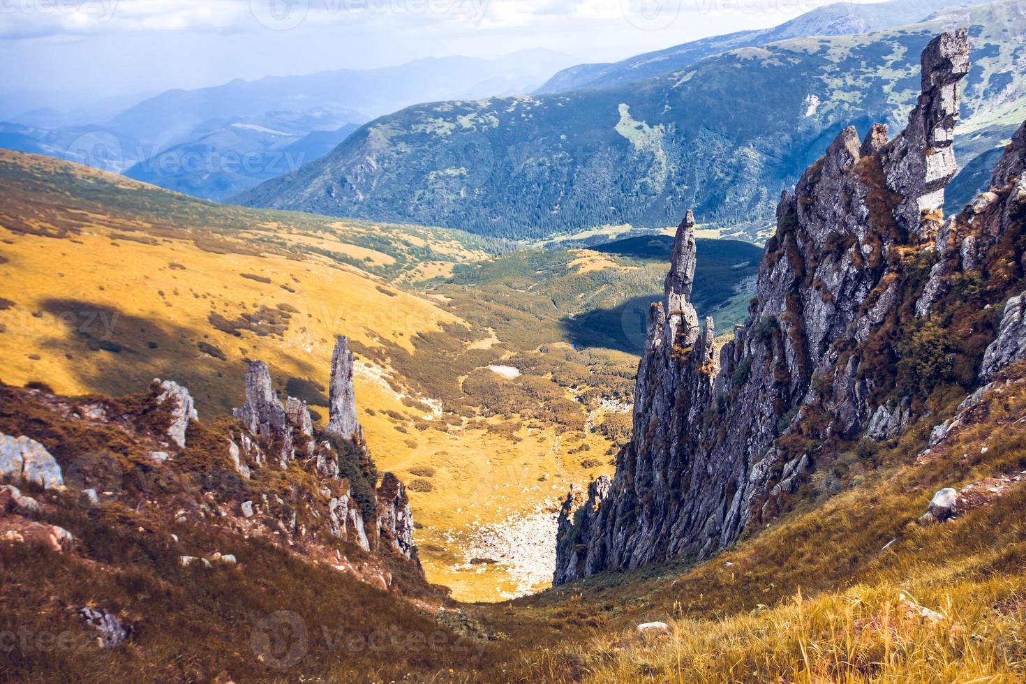 beau paysage de montagnes photo