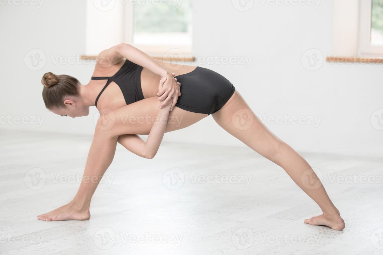 femme, faire, étirage, exercices photo