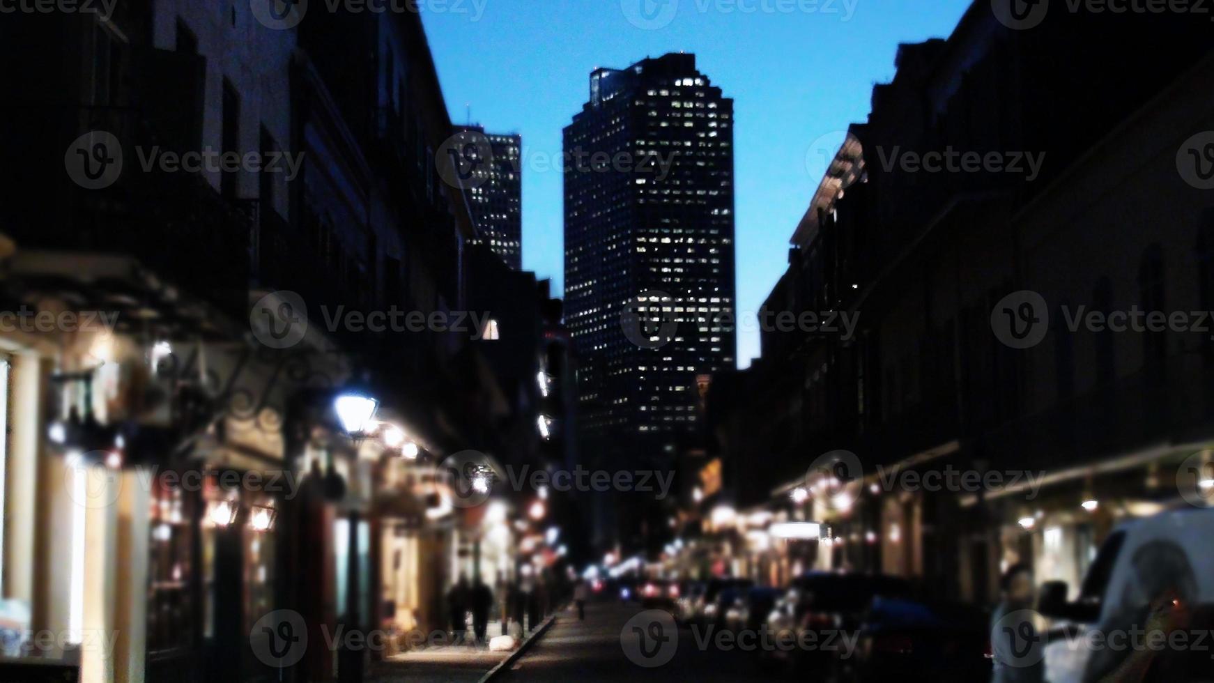 quartier français de la nouvelle-orléans dans la soirée photo