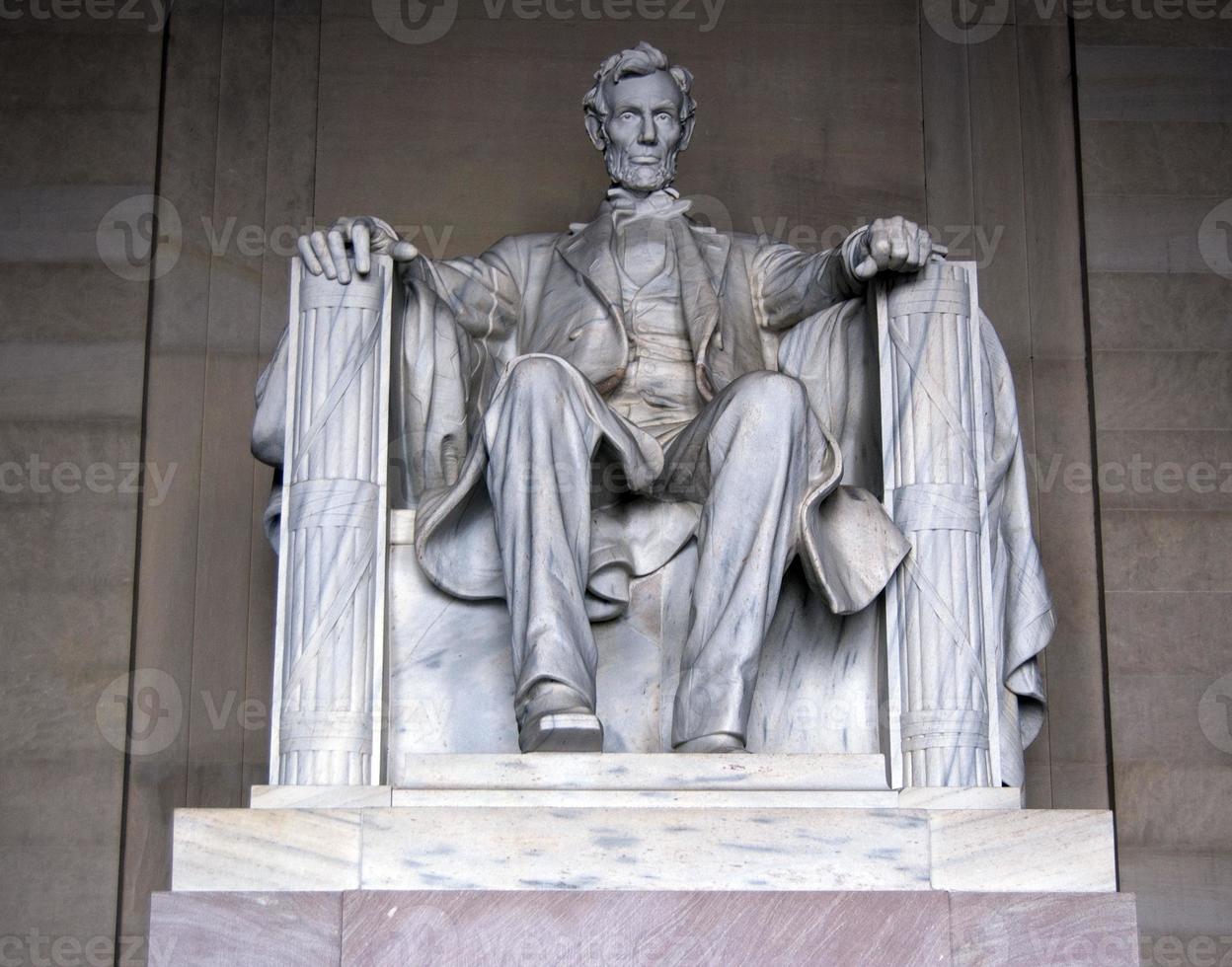 abraham lincoln statue photo