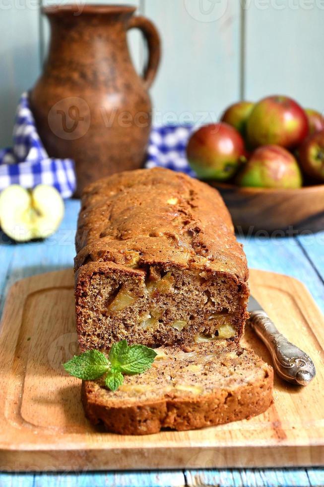 gâteau aux pommes et aux bananes. photo