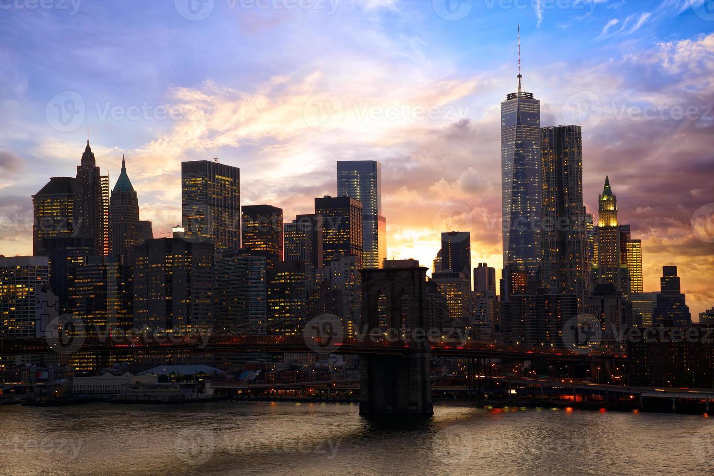 Skyline de Manhattan au coucher du soleil photo