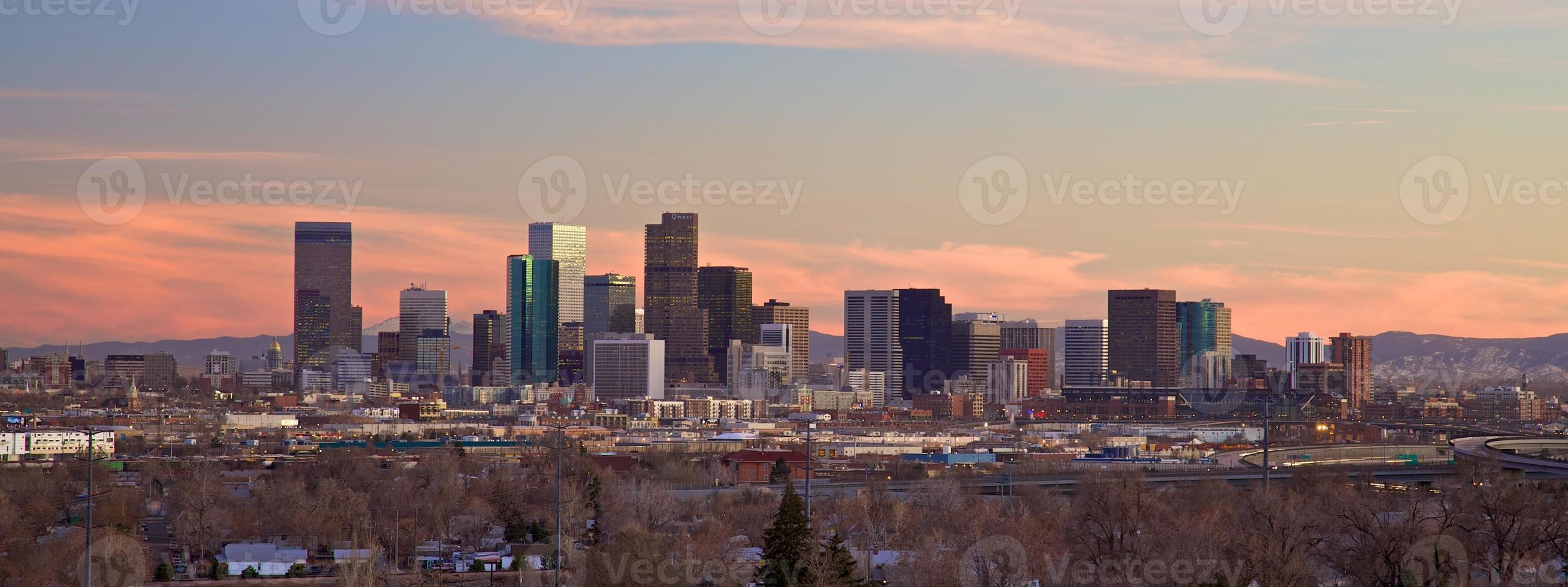 Skyline de Denver au crépuscule photo
