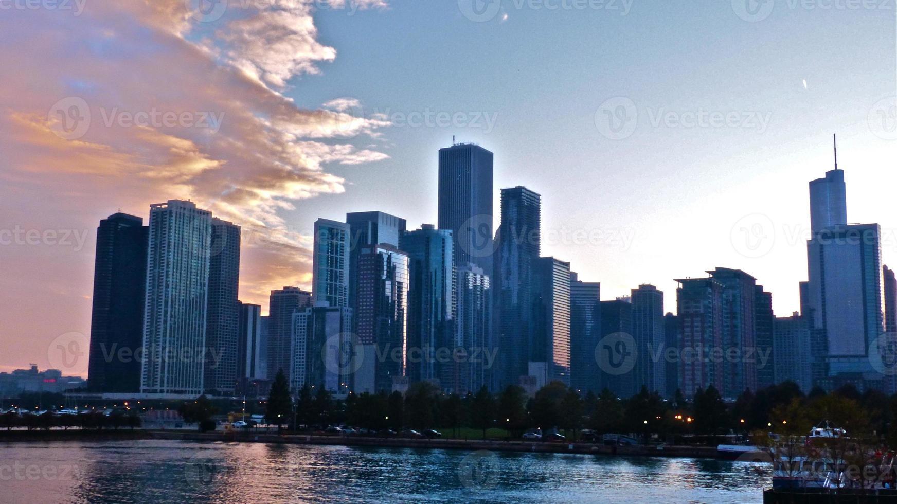 chicago -skyline vu de navy pier, crépuscule photo