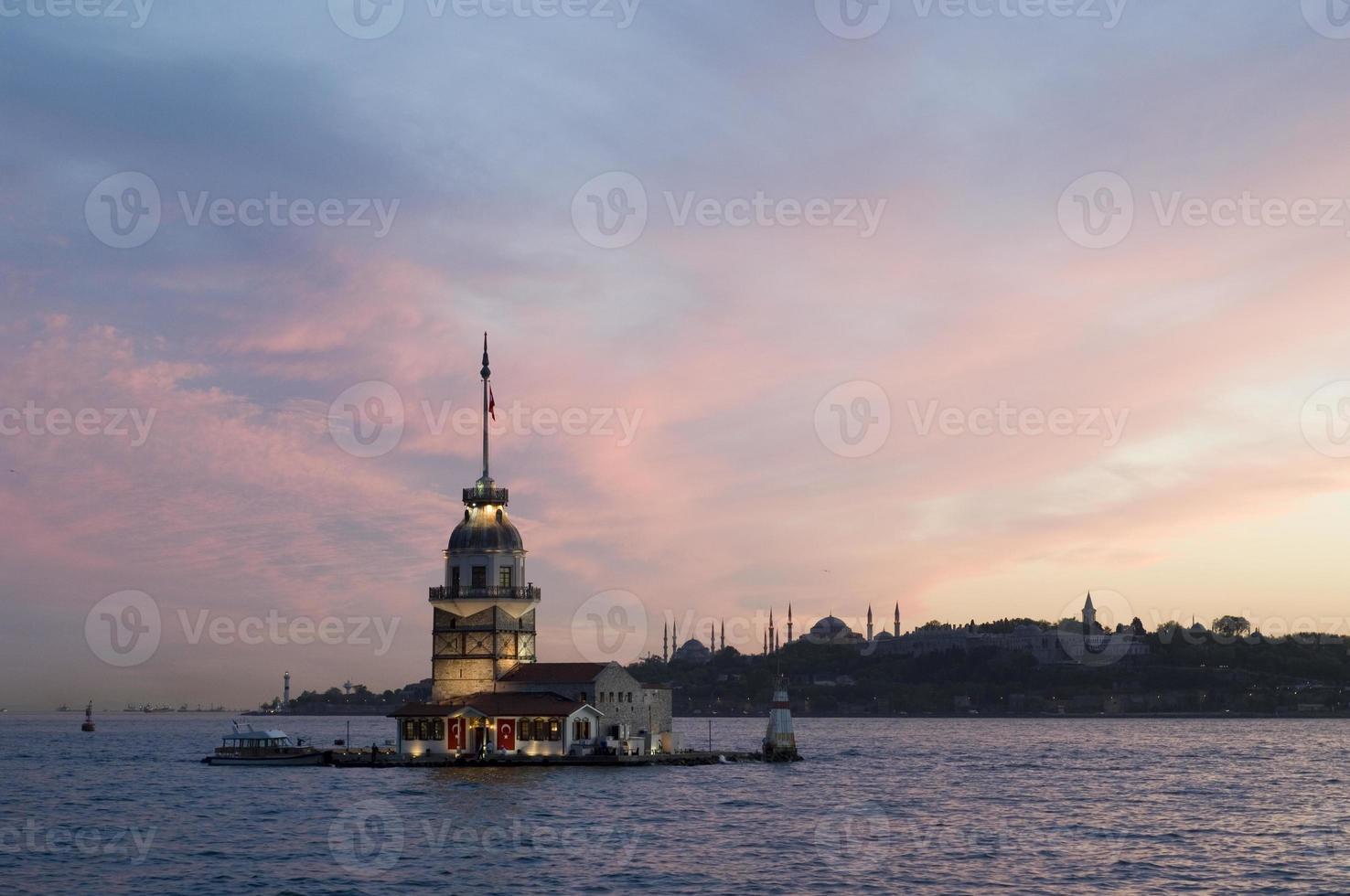 tour de la jeune fille à istanbul, turquie photo