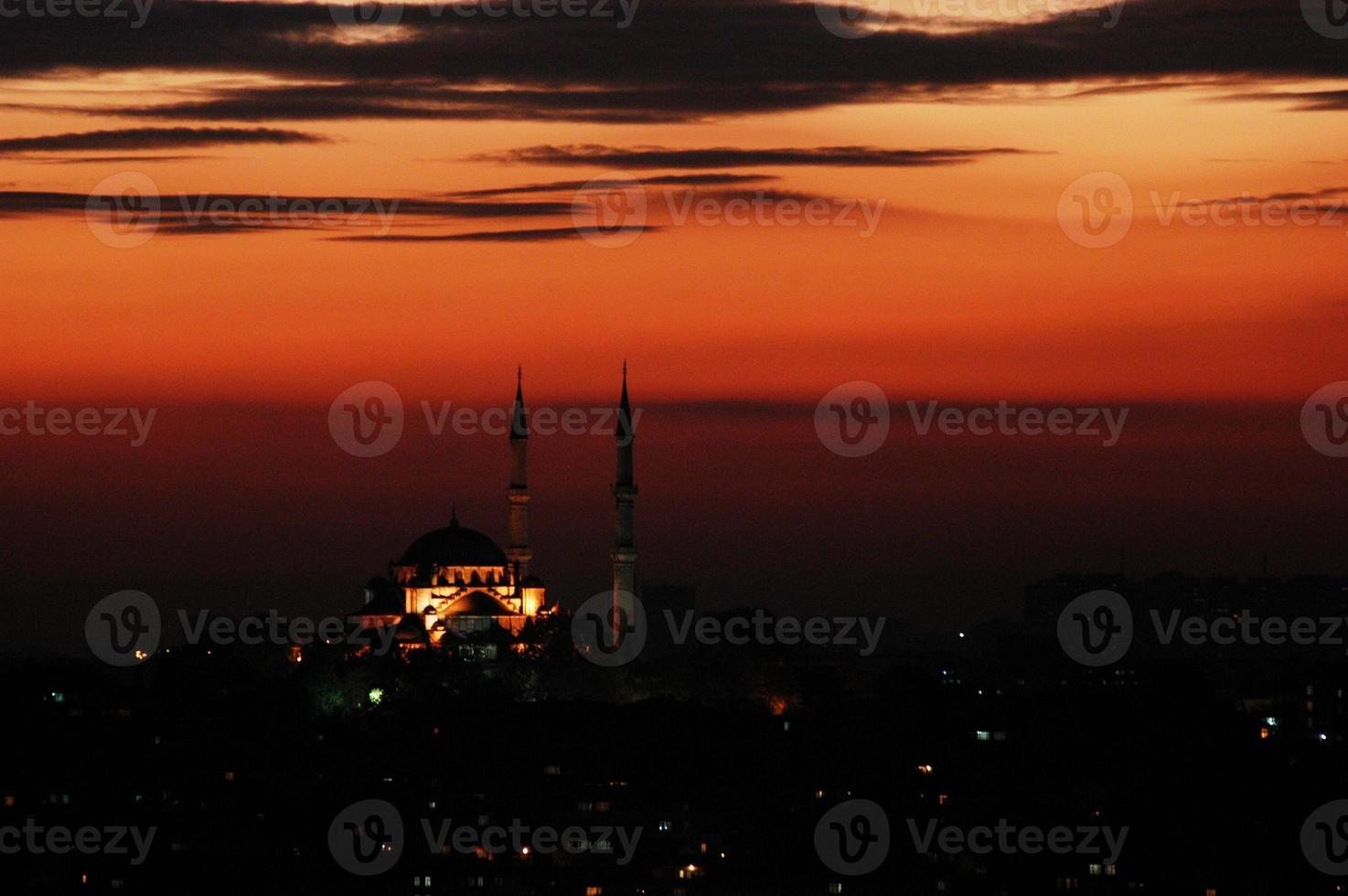 mosquée turque au coucher du soleil photo