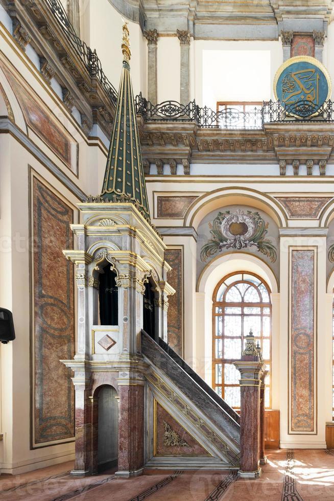 Intérieur de la mosquée dolmabahce photo
