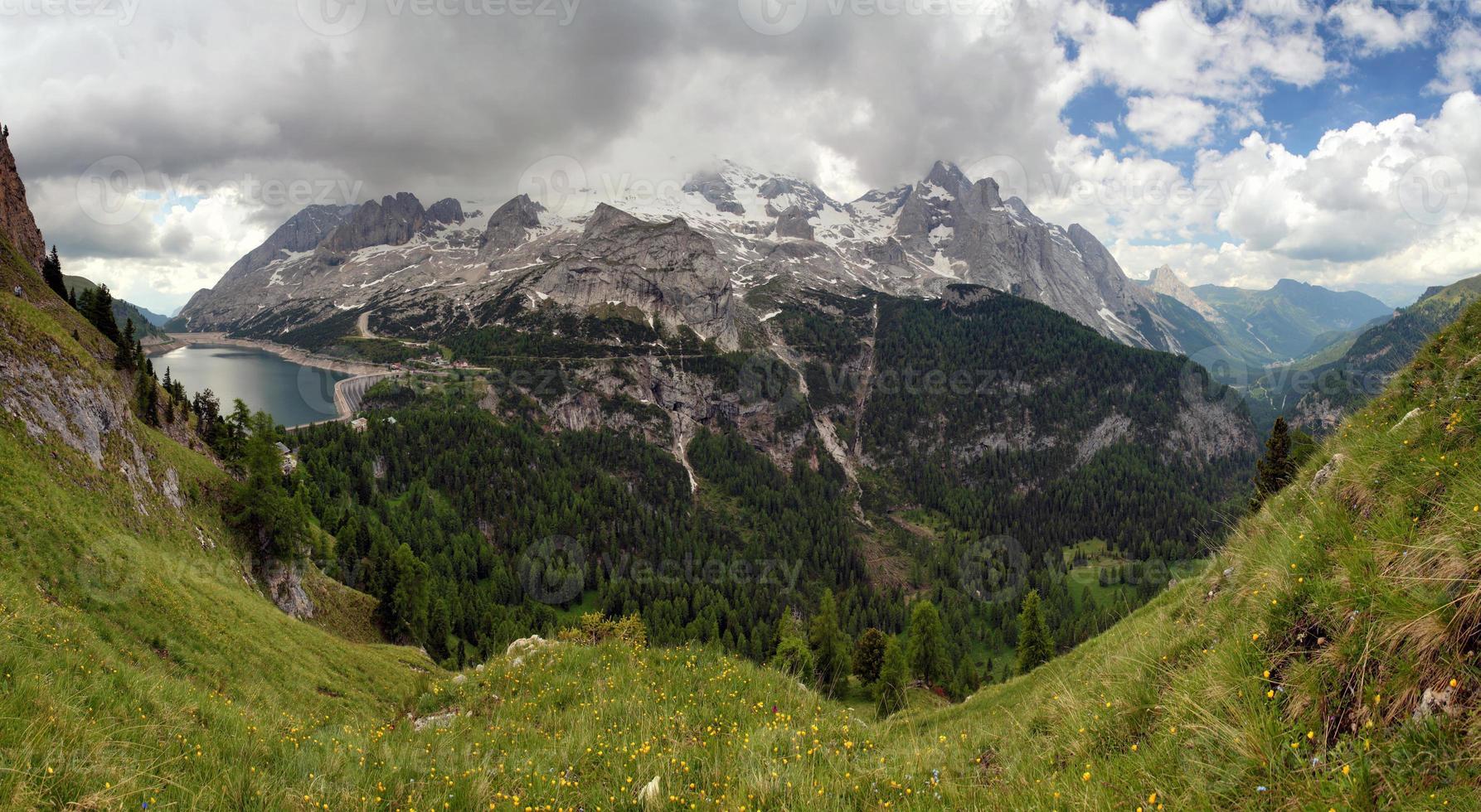marmolada et lago fedaia, italie photo