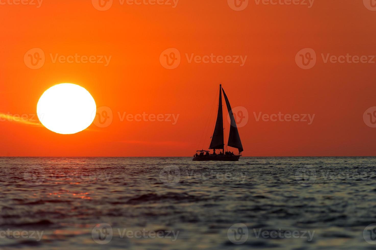 coucher de soleil voilier photo