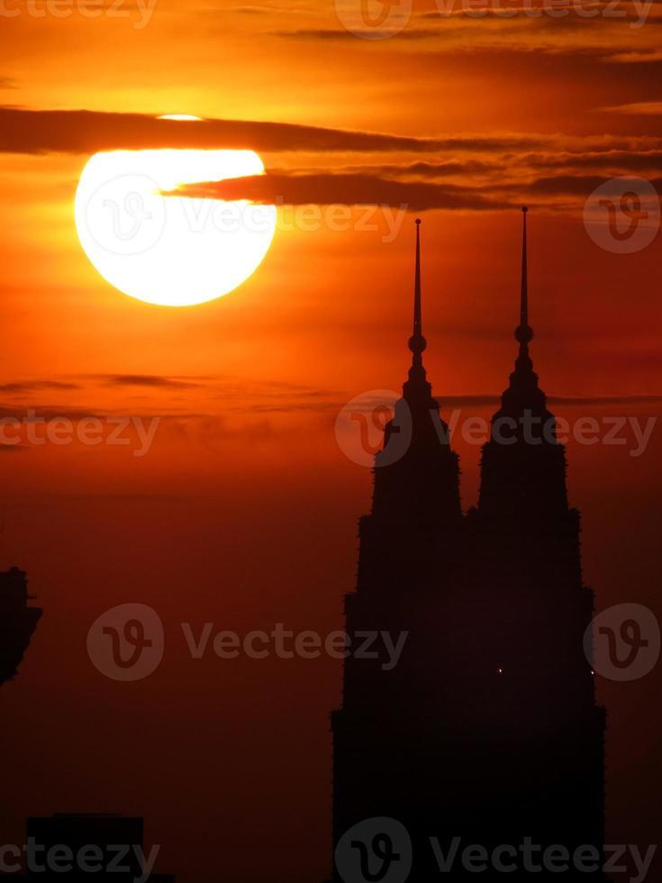 coucher de soleil en kl & coucher de soleil derrière klcc photo